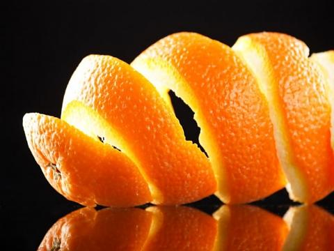 Изчистете листните въшки с портокалови кори